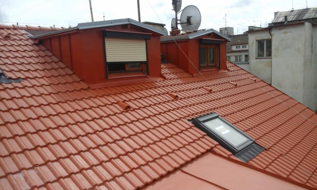Střešní okna i krytina pro bytový dům Plzeň